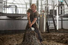 Image sourced from: http://movies.about.com/od/thor/ig/Thor-Photos/Chris-Hemsworth-Thor-Photo2.htm