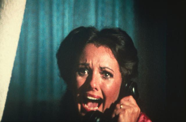 Dawn Wells dials 911